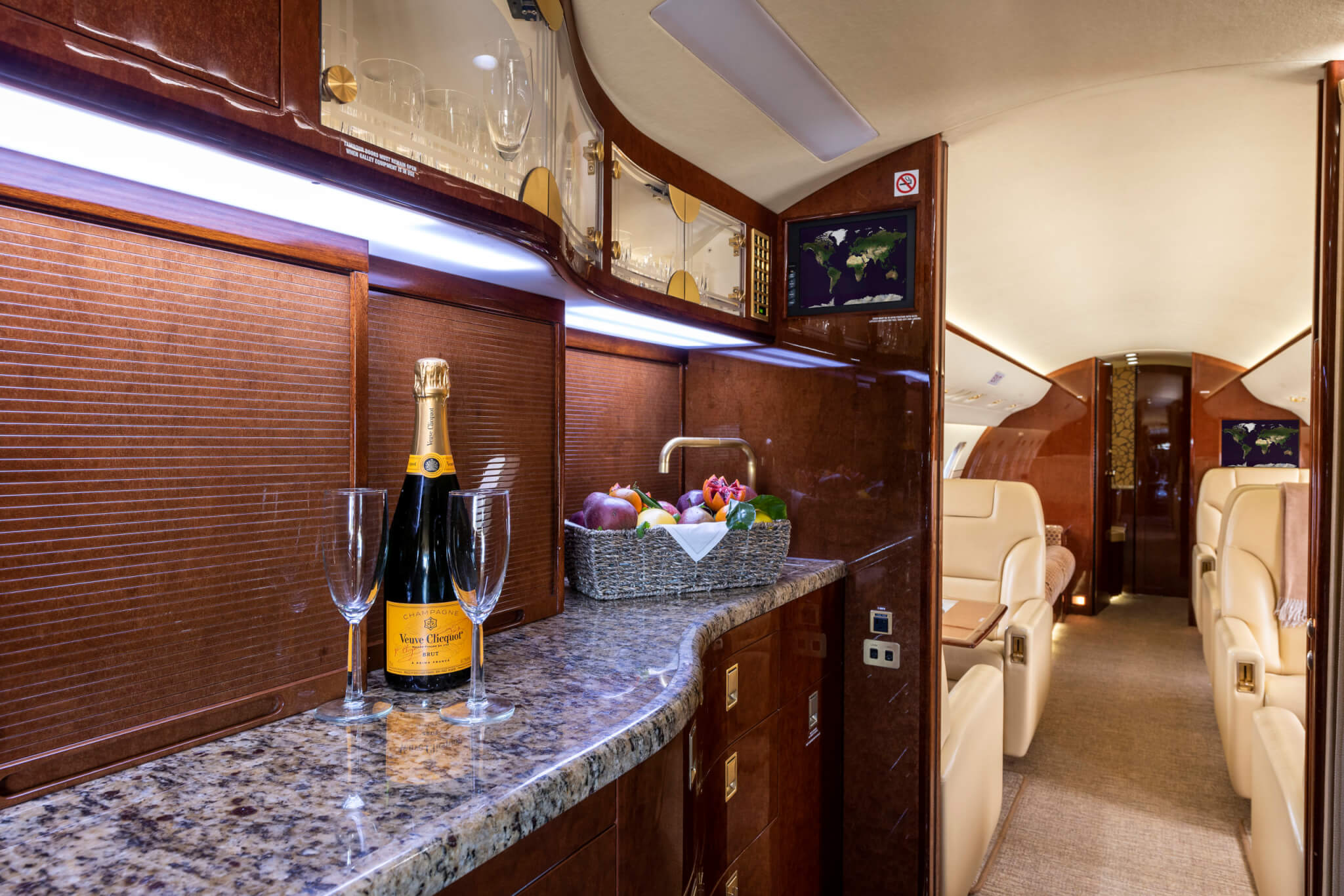 Galley of Challenger 605