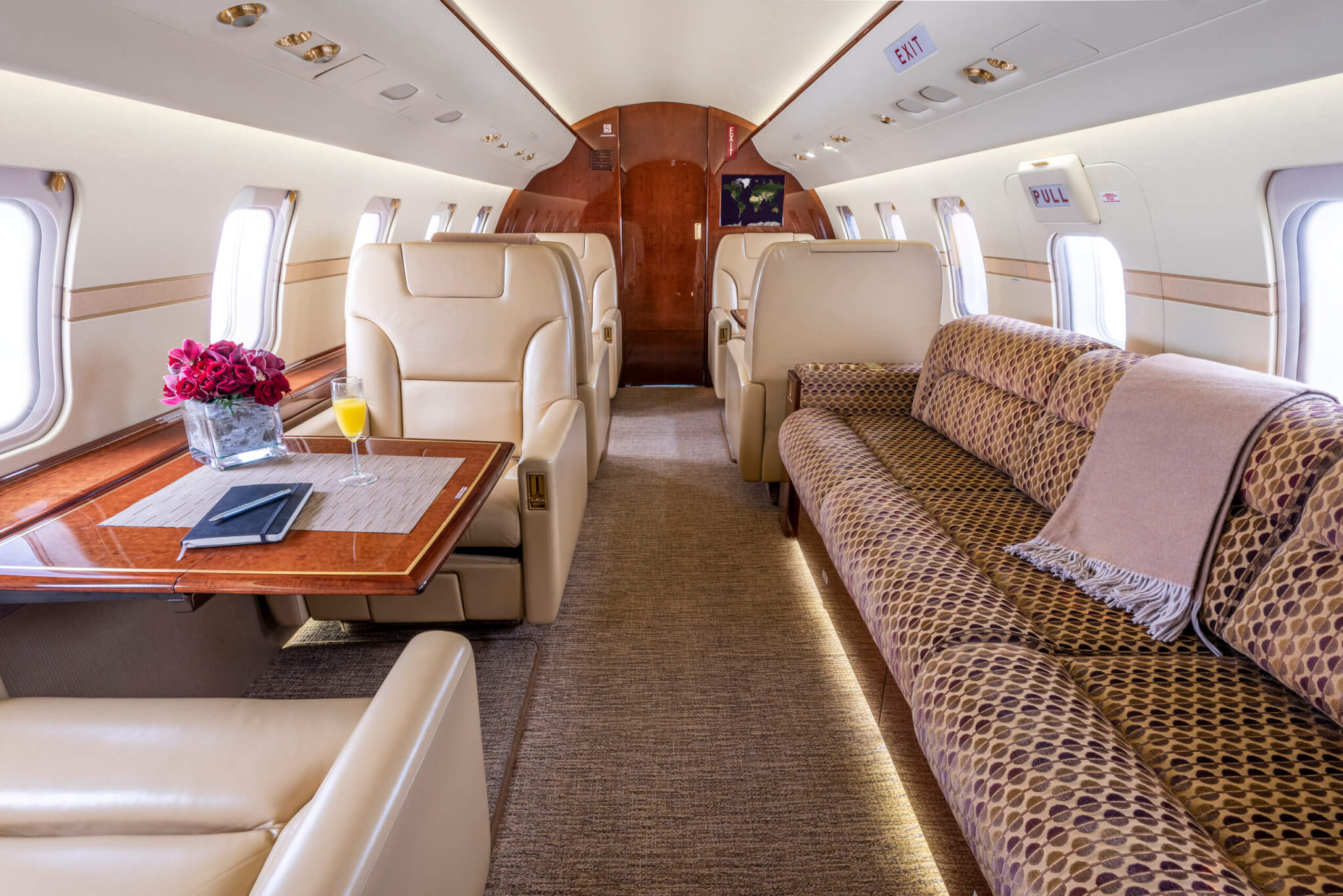 cabin of Challenger 605