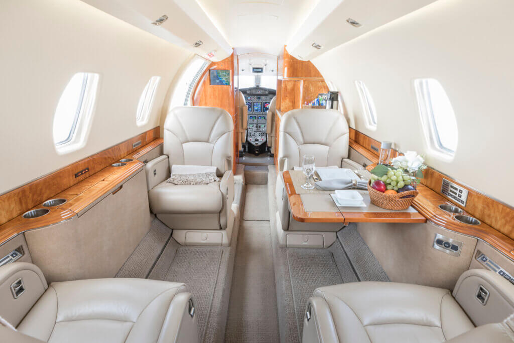 how to fly on a private jet